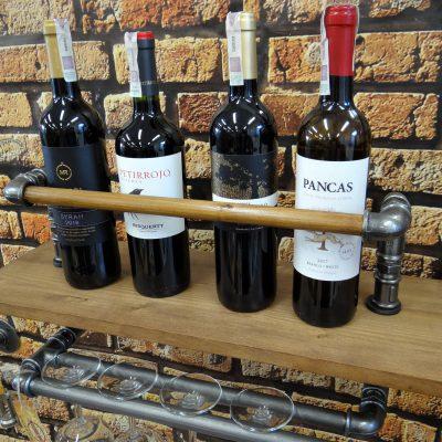 Loftowa półka na butelki