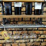 Loftowa półka na wino