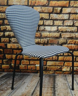 krzesła w pepitkę