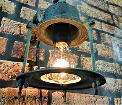 stara lampa okrętowa