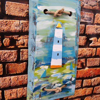Dekoracja vintage – wieszak drewniany – latarnia morska